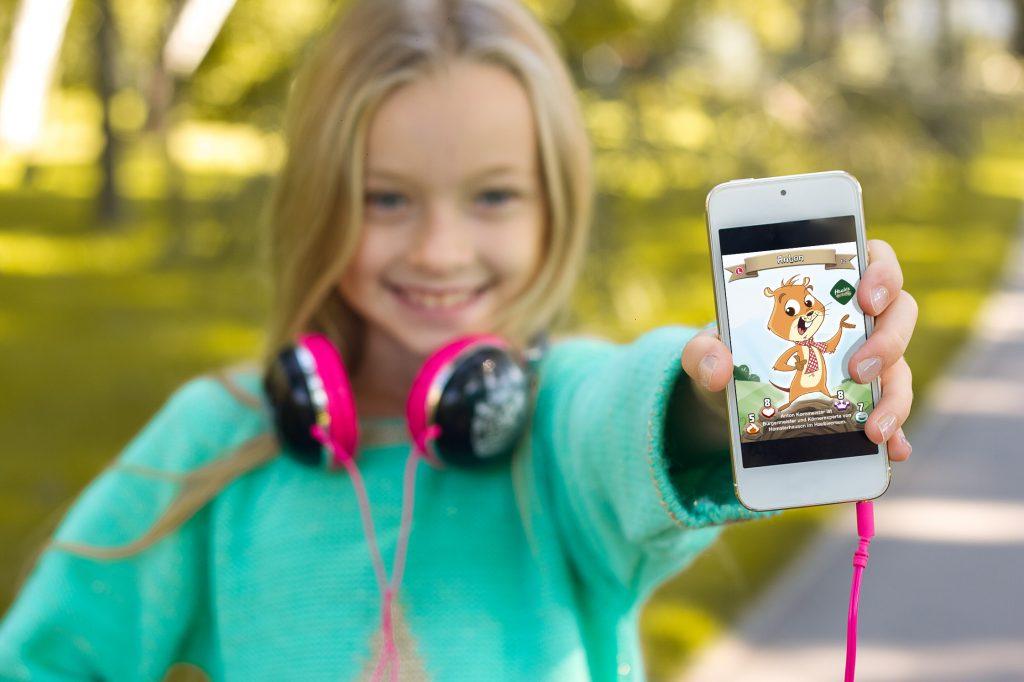 Mädchen mit Smartphone Medien Sammelkarte Haubiversum